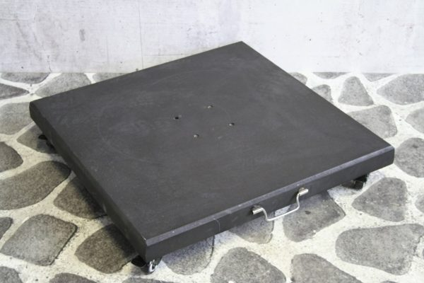 Parasolvoet black granite 100KG, with 4